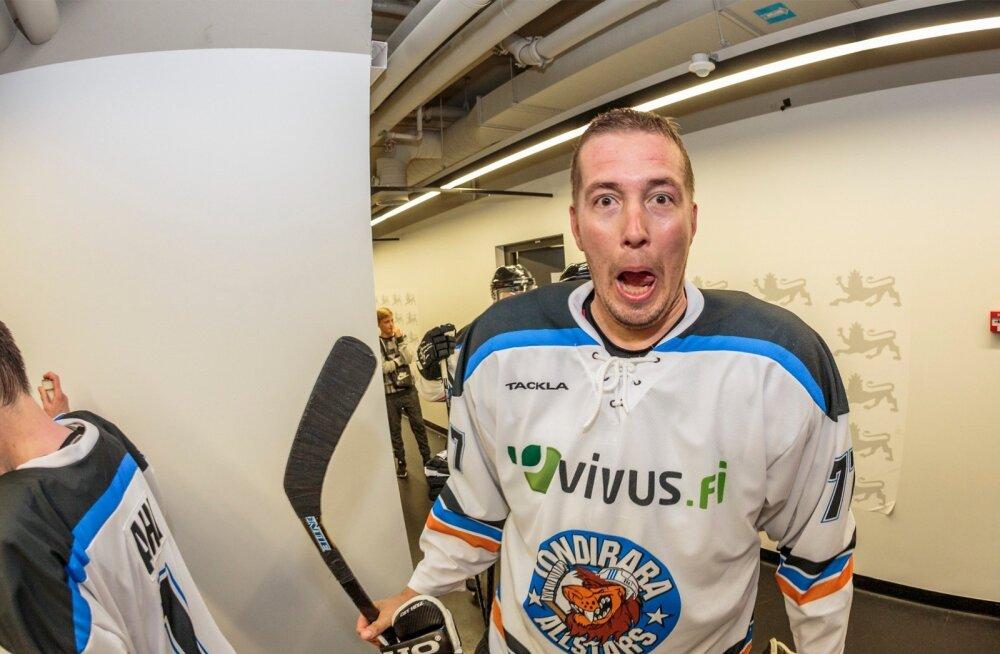 Spordi asekantsleri ametist taanduma pidanud Tõnu Seil on ka ise kirglik spordimees. Pildil poseerib ta Tallinnas toimunud heategevusliku hokimängu puhul.