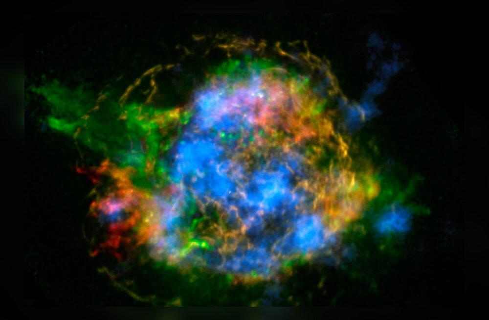 NuSTARi vaatluste põhjal koostatud Cas A radioaktiivsuskaardil särab titaan-44 sinisena. Foto: NASA/JPL-Caltech/CXC/SAO