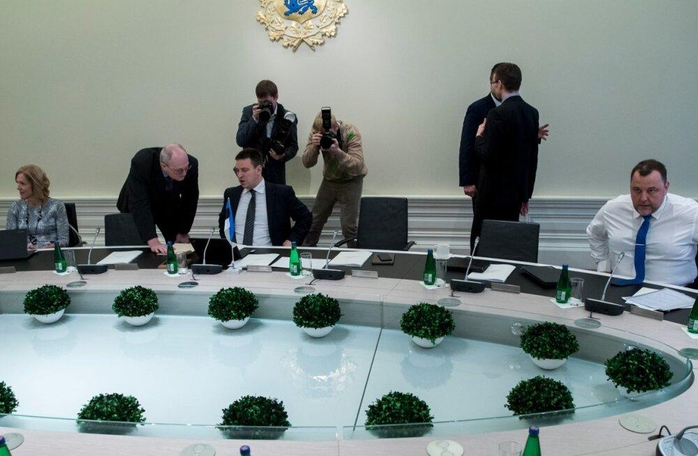 Uue valitsuse esimene istung