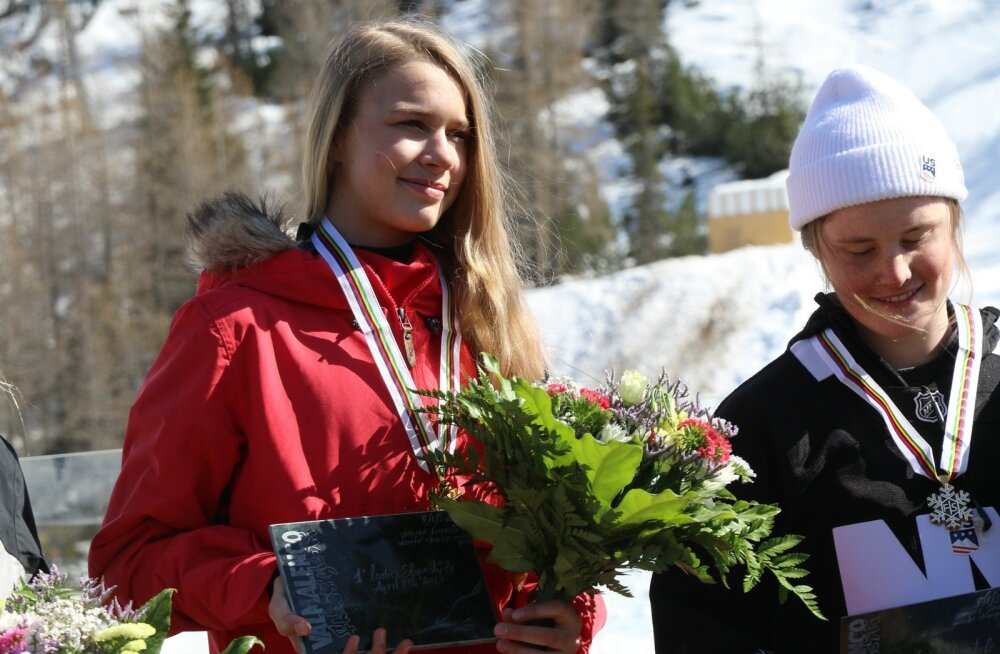 Kelly Sildaru medalitseremoonia