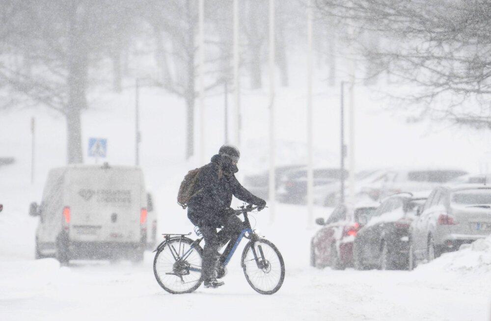 В результате вчерашней бури аэропорт Хельсинки стал самым заснеженным местом в Финляндии