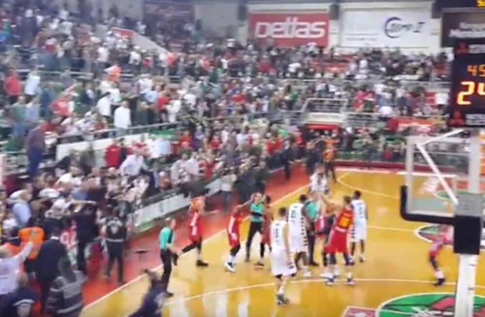 VIDEO | Meistrite liiga veerandfinaalis puhkes kaos, Türgi klubi sai karmi karistuse