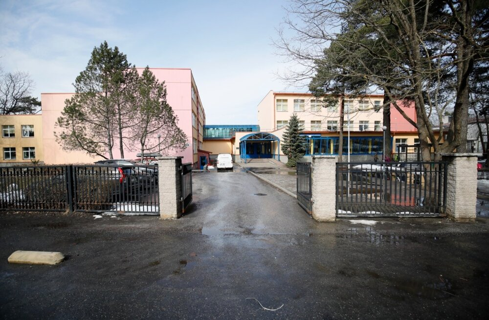 Tallinnas Nõmme Põhikoolis ründas üks õpilane teist kääridega