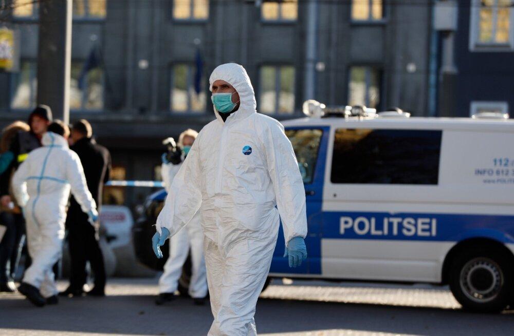 Tallinna kesklinnas hirmutas inimesi kahe noaga ringi kõndinud mees