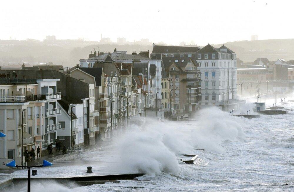FOTOD | Torm põhjustas Euroopas kolme inimese surma, elektrikatkestusi ja häireid transpordis