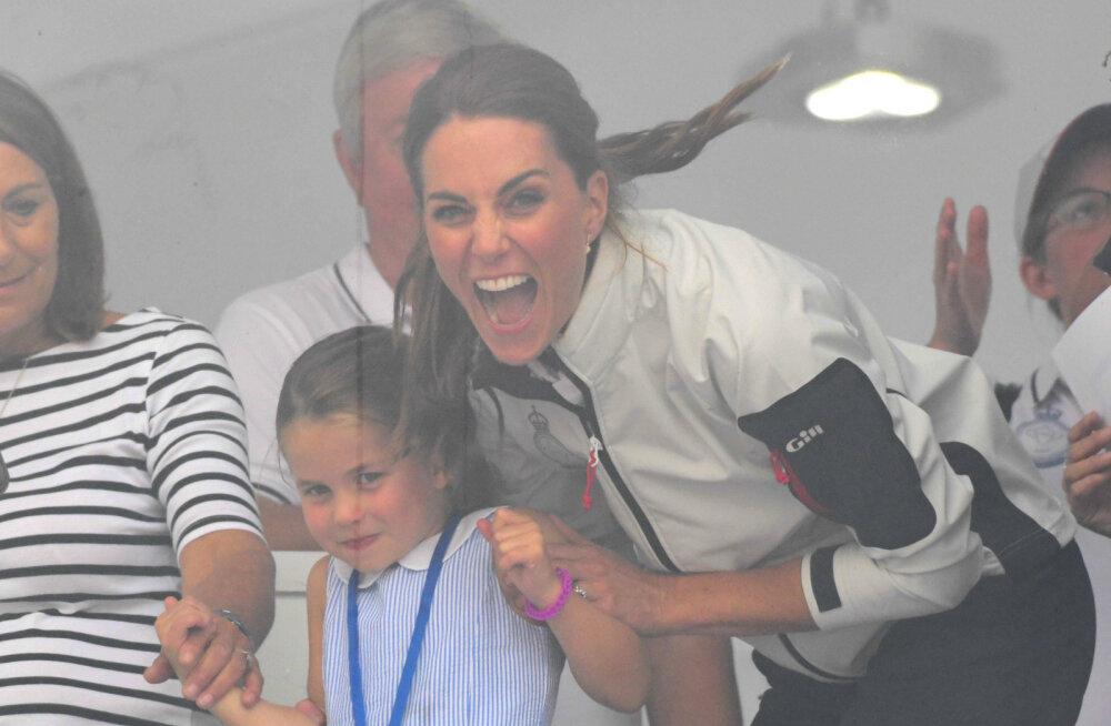 KLÕPS | Laps jääb alati lapseks: printsess Charlotte'i vastus lehvitavale rahvale ajas nii mõnegi proua kulmu kergitama