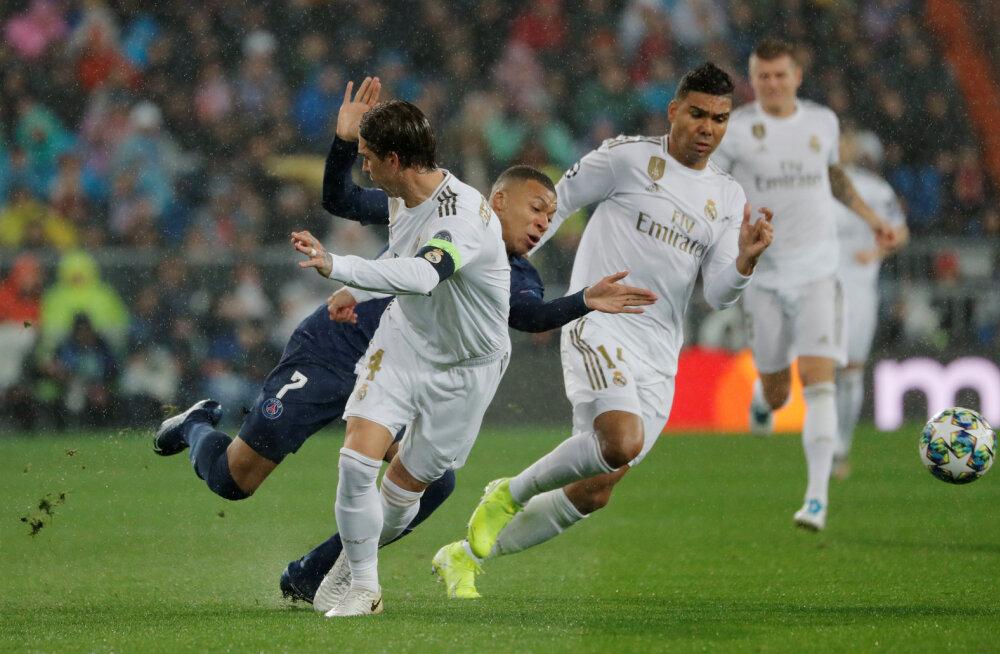 Kylian Mbappe  võitluses Reali mängijatega