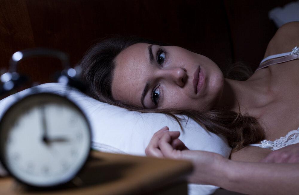 6 põhjust, miks sa keset ööd äkki üles ärkad