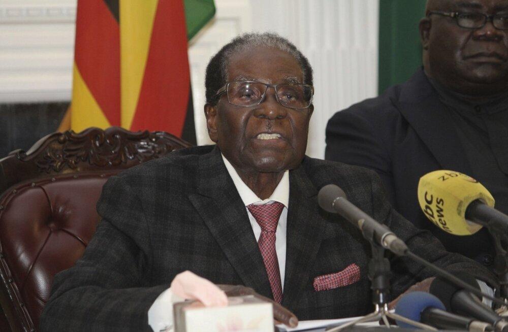 Zimbabwe president Robert Mugabe ei astunud vaatamata survele endiselt tagasi