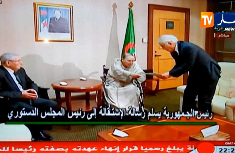 Alžeeria president Bouteflika astus pärast pikalt kestnud massimeeleavaldusi lõpuks tagasi