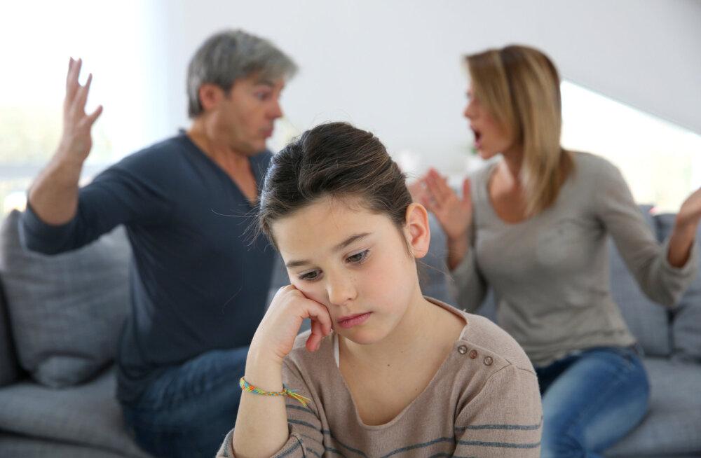 Pereterapeut annab nõu: kui puruneb paarisuhe, kus on laps