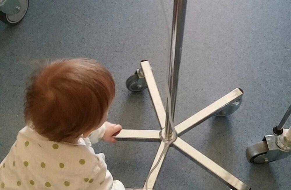 Kui hullem oli möödas, nuputas väike Feliks endale haiglas tegevust.
