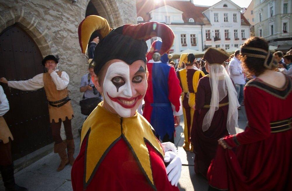 Keskaja karneval Tallinna raekoda