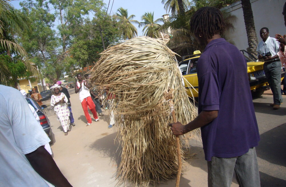 ВИДЕО. Традиции Африки: танцующий стог сена