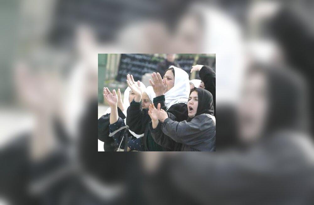 Kurdi naised suitsiidirünnakus hukkunute matustel