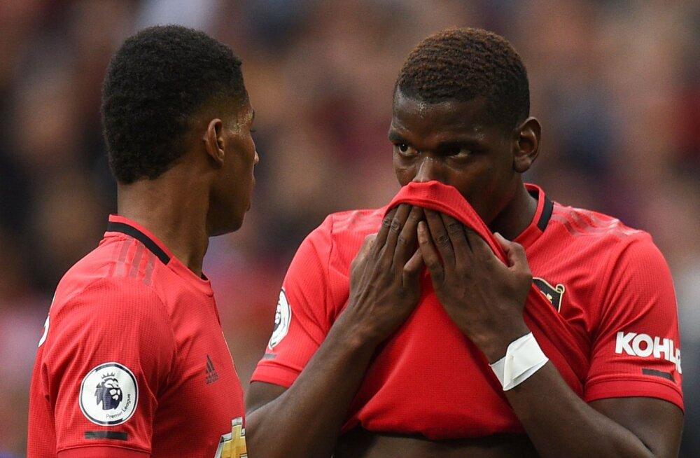 Rashford ja Pogba arutavad, kumb neist peaks lööma penaltit