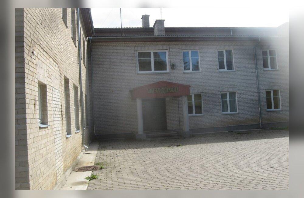 FOTOD: Viira kool Pärnumaal Tori vallas jäi suletuks ja laste kilgete asemel on niitmata muru