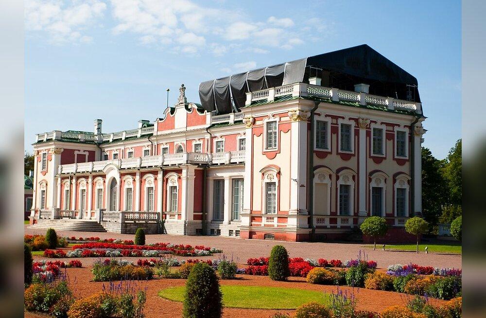 ФОТО: Начался ремонт крыши музея в Кадриорге