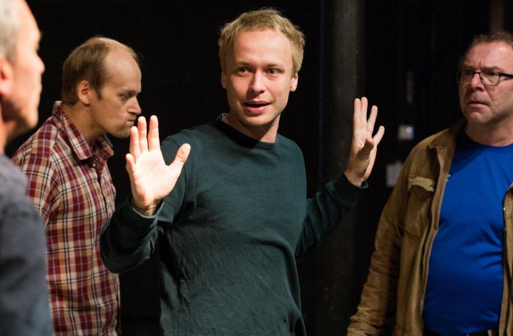 Näitleja Roland Laos: usun, et lavastus mõjub publikule kui Pätsi lunastamine