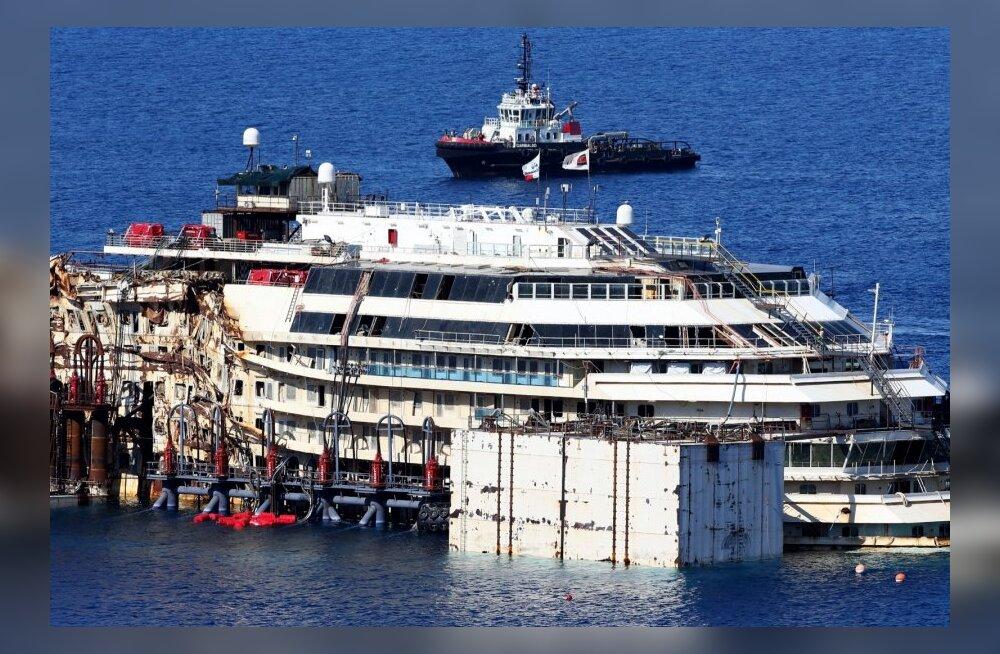 FOTOD ja VIDEOD: Algab Costa Concordia ülestõstmise ja lammutamisele pukseerimise operatsioon