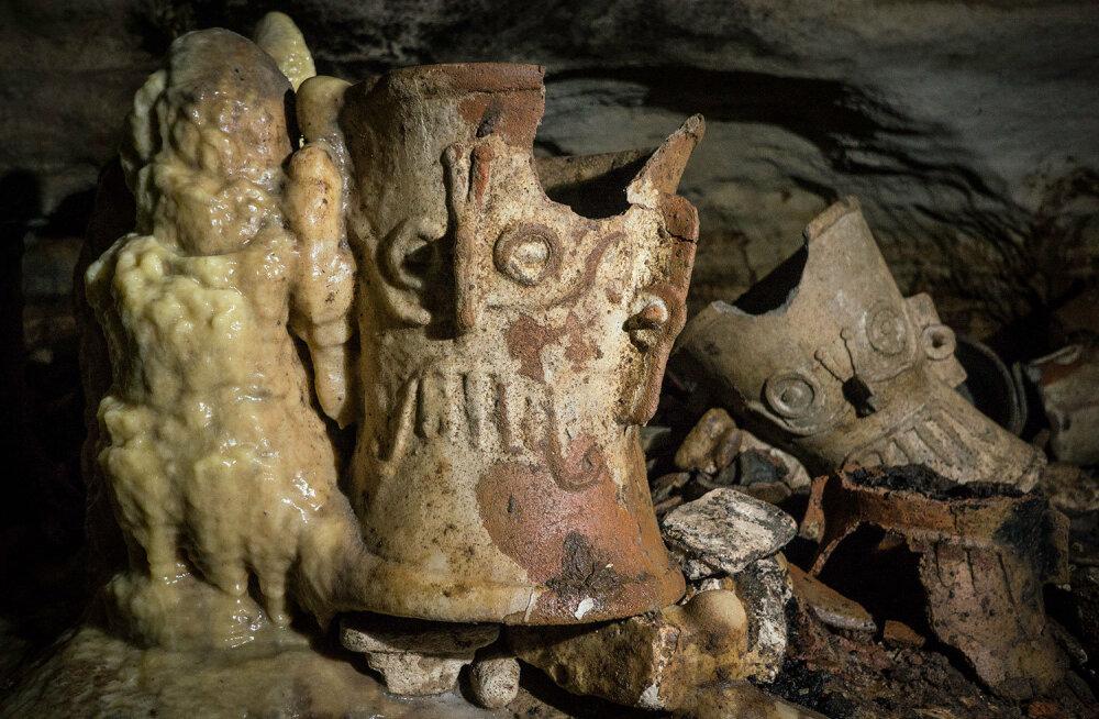 Üle 200 leiu: maiad peitsid koopas jumalatele mõeldud ande