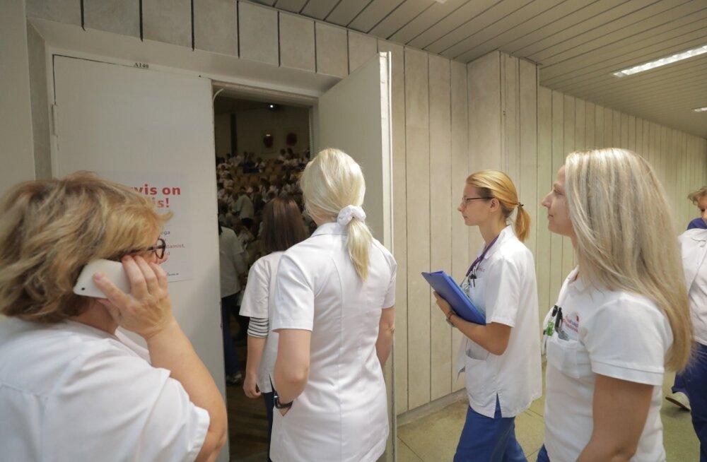 ФОТО: Эстонские медработники провели часовую предупредительную забастовку