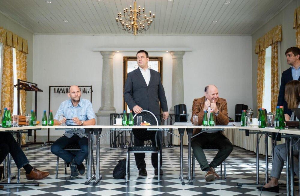 Helir-Valdor Seeder, Jüri Ratas ja Mart Helme eelarvestrateegia arutelul.