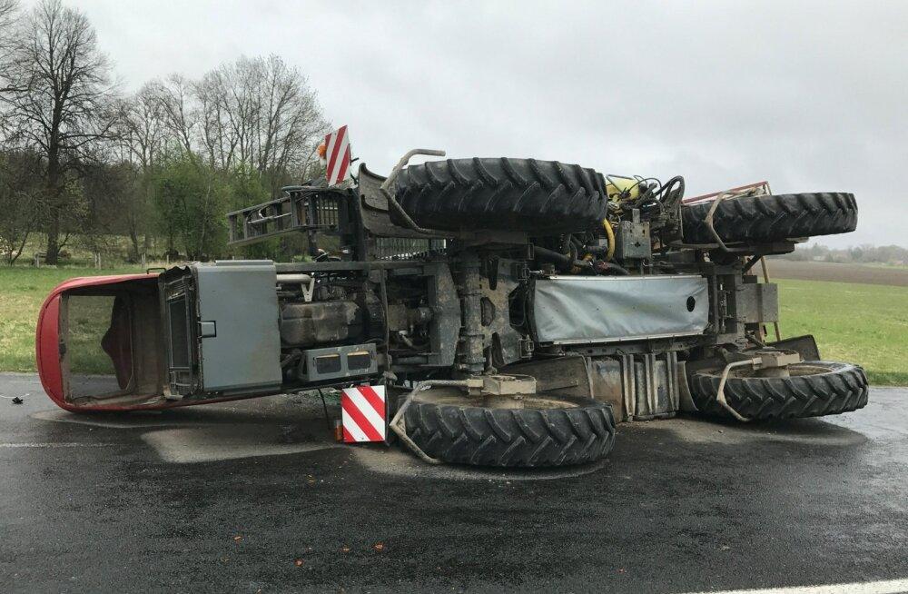 Külili traktor Viljandimaal