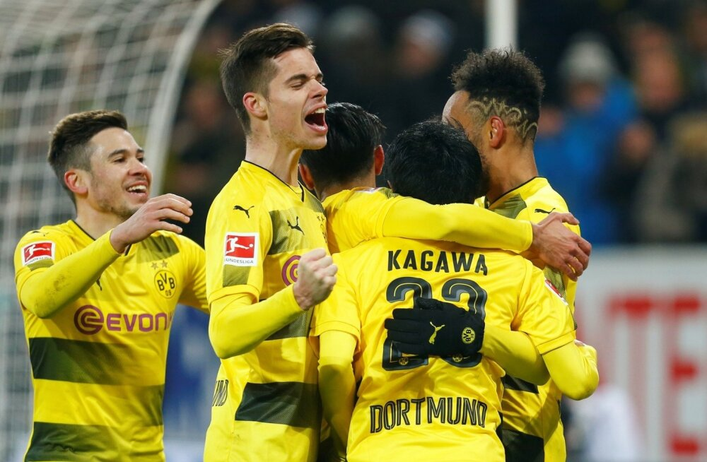 Dortmundi Borussia mängijad väravat tähistamas.