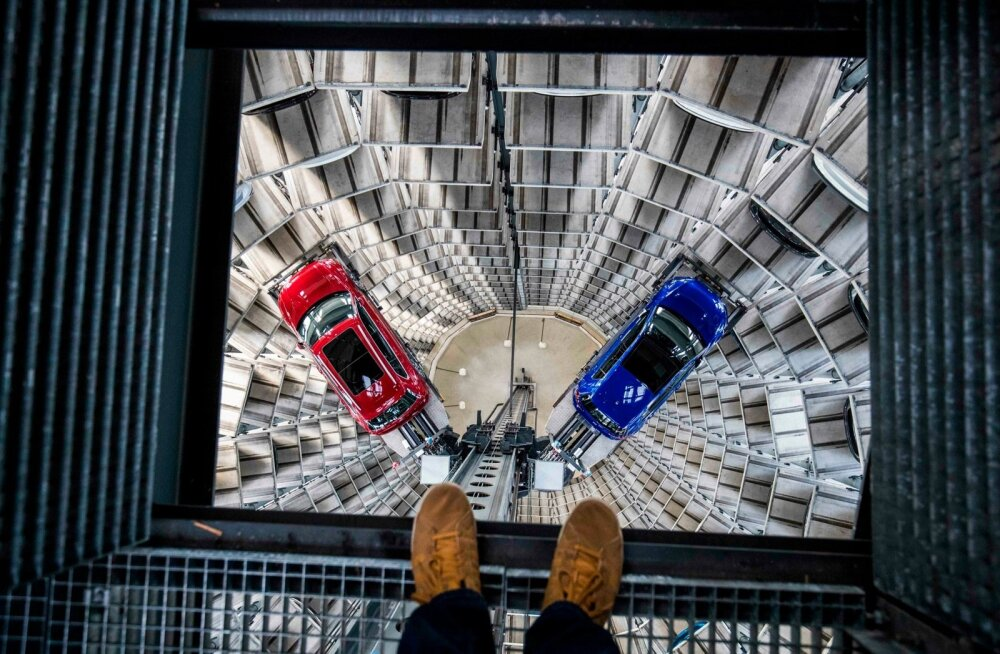 Euroopa veduri Saksamaa sisemajanduse koguprodukt suisa vähenes kolmandas kvartalis. Fotol Saksamaa autotootja Volkswageni autotorn.