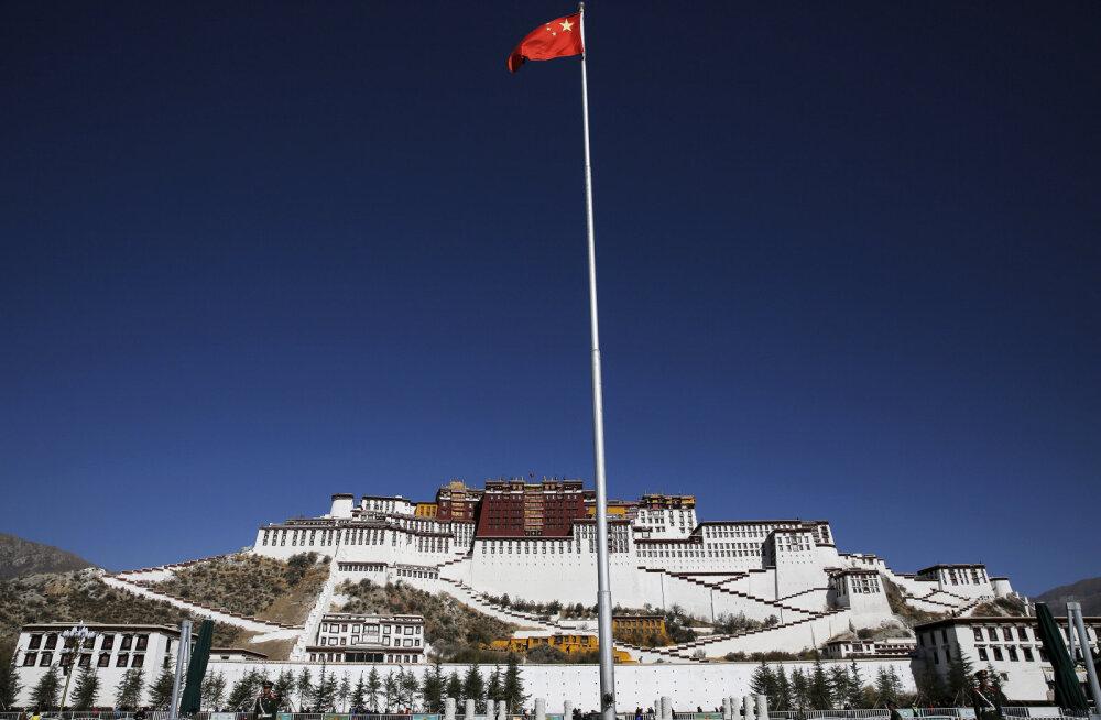 Raport: Hiina sunnib töölaagritesse ka sadu tuhandeid tiibetlasi