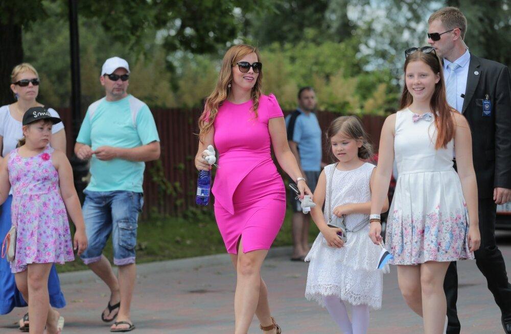 700ff800d96 FOTOD: Kleit, mis kahtlustele ruumi ei jäta! Luisa Värk ootab last ...