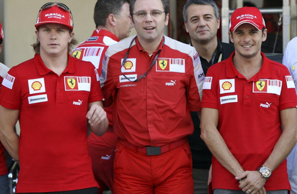 Kimi Räikkönen (vasakul) ja Stefano Domenicali (keskel) 2009. aastal