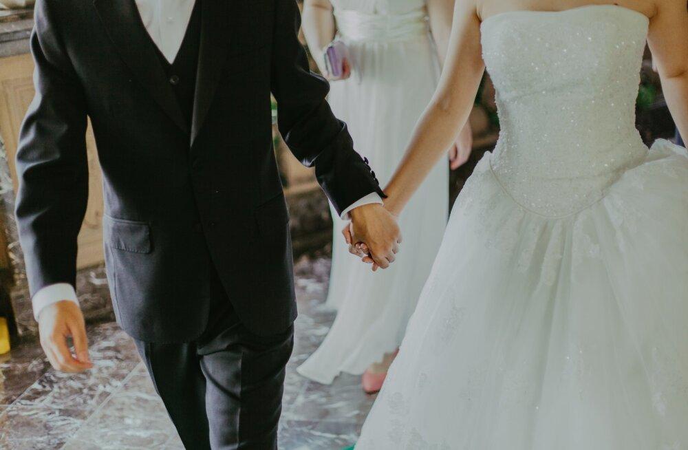 Pruudid räägivad suud puhtaks: need on kõige hullemad asjad, millega pulmakülalised on nende pulmades hakkama saanud