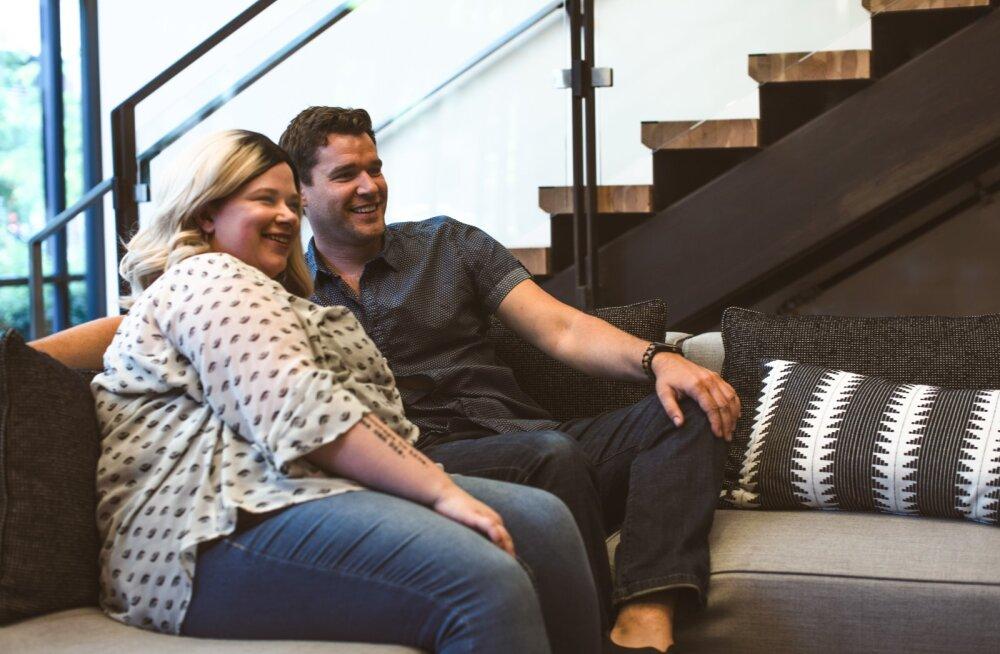 See, kuidas te kodus diivanil istute, ütleb nii mõndagi teie suhte kohta