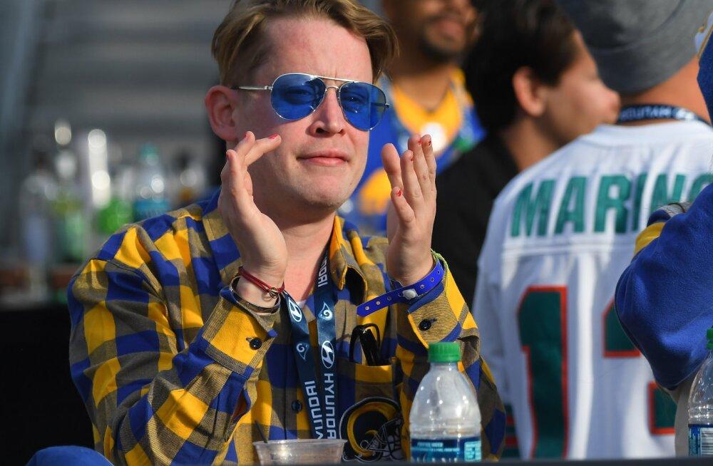 FOTOD   Macaulay Culkin näeb välja parem kui iialgi varem: endine lapsstaar ilmus avalikkuse ette oma kuuma silmarõõmuga!