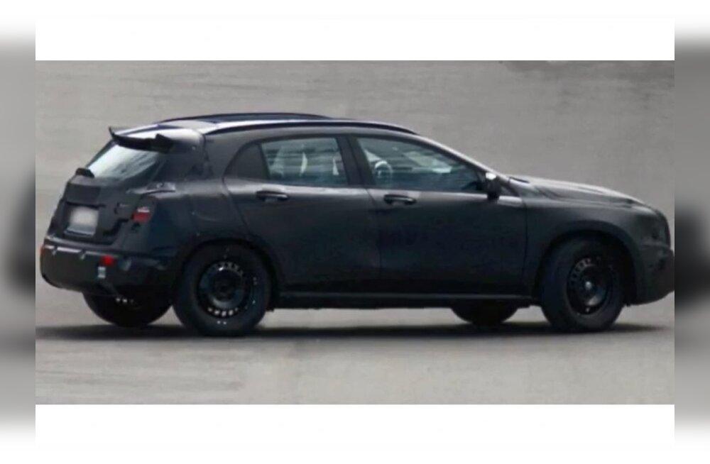 Spioonifotod: Mercedese pisimaaastur GLA talvetestis