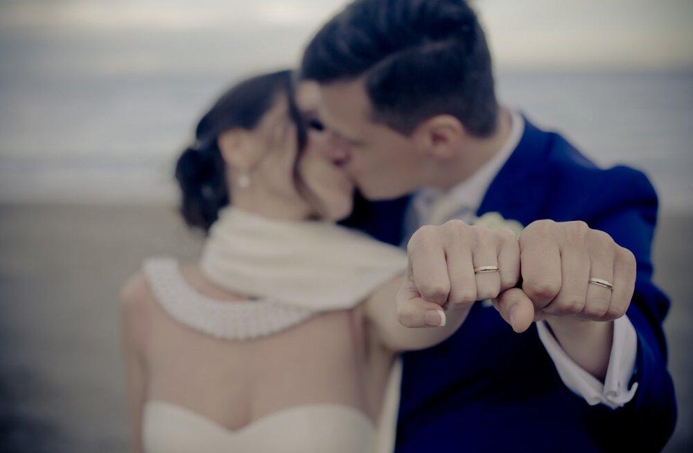 17 aastat abielus olnud paarike avaldab üheksa õnneliku kooselu saladust