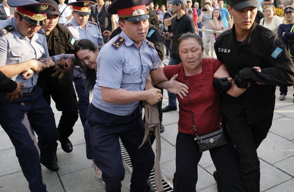 Kasahstani massiarreteerimistel vahistatakse opositsionääre koos lastega