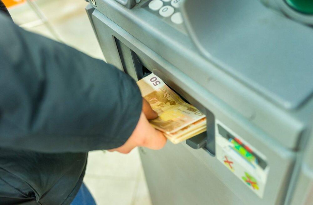 Eaka mehe kontolt võeti tema teadmata välja 40 000 eurot