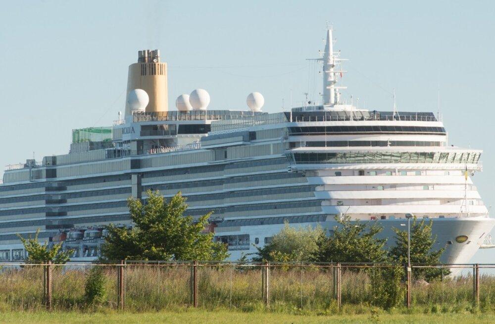 Ristluslaev Tallinna Vanasadamas