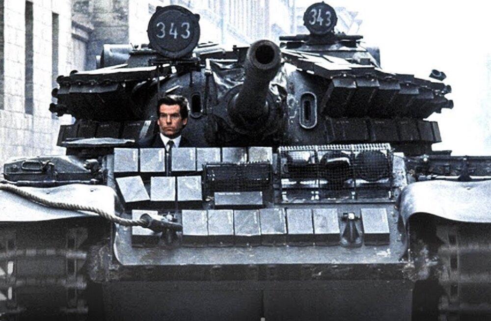 Christopher Nolanil on plaanis Tallinnas tankiga läbi trammi sõita