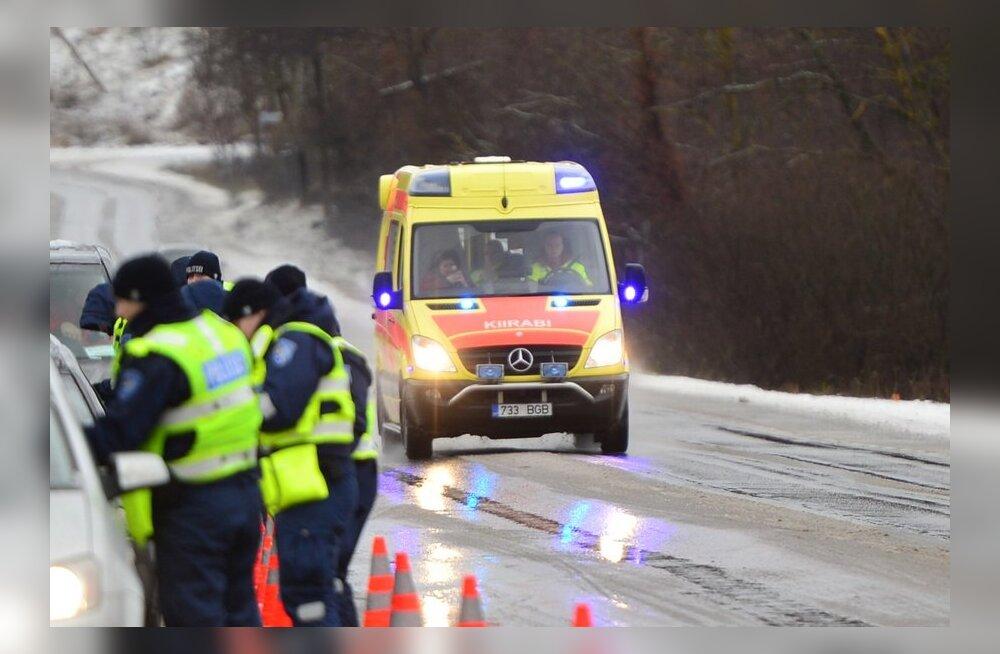В понедельник в авариях пострадало семь человек, трое из них переходили дорогу в неположенном месте