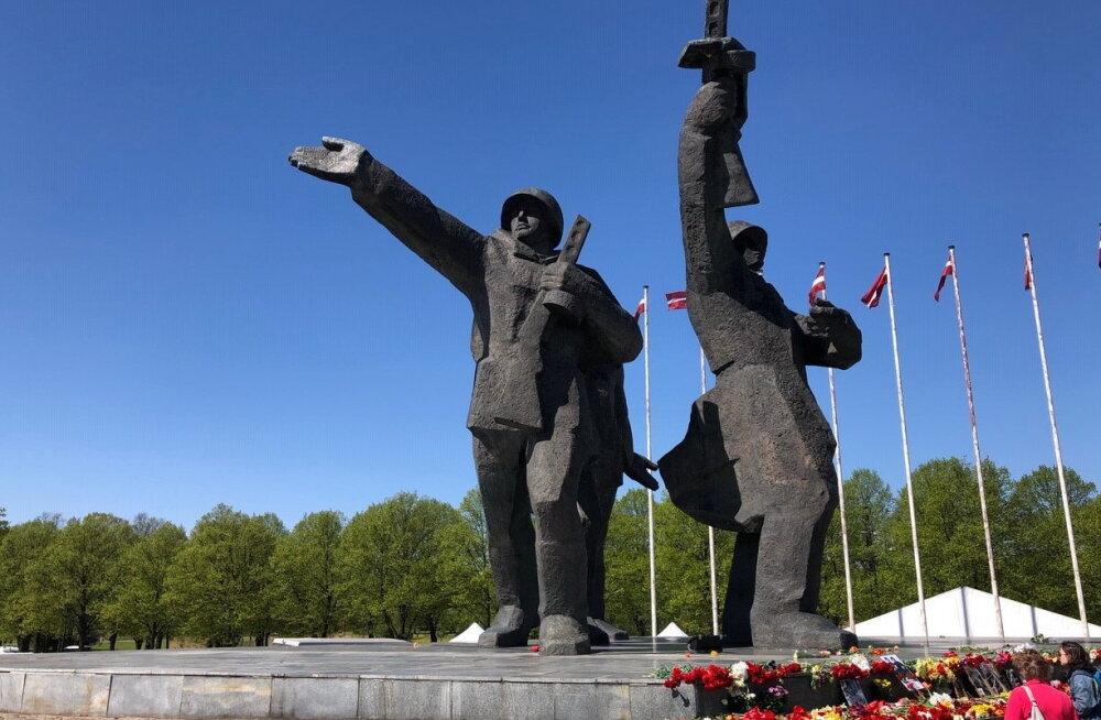 МИД Латвии: Памятник Освободителям защищает международный договор, Латвия не планирует его нарушать