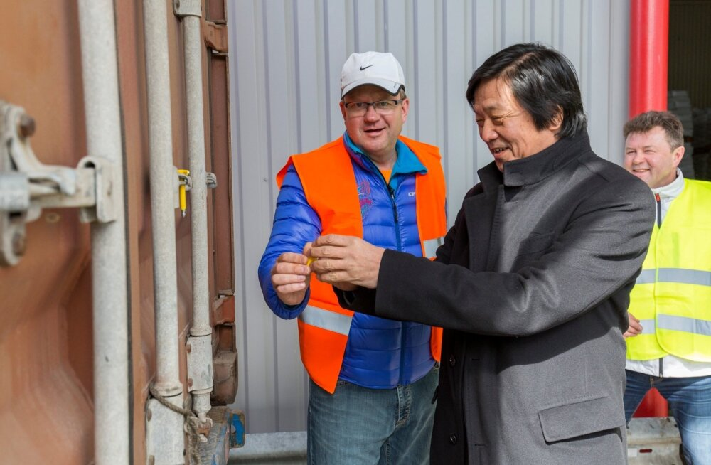 Oliver Kruuda saatis koos Jaapani suursaadikuga 100 tonni lõssipulbrit üle ookeani