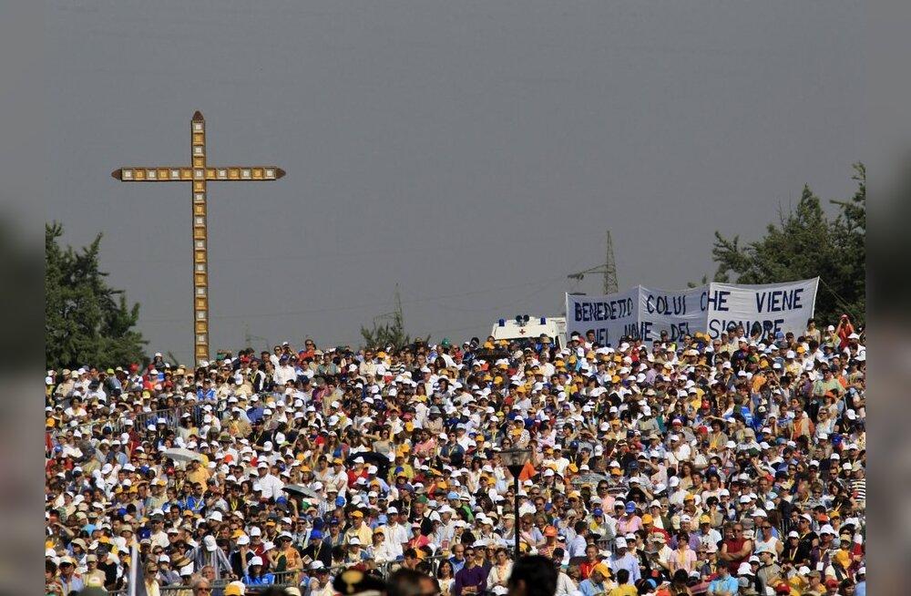 Paavsti vabaõhumissale kogunes 300 000 inimest