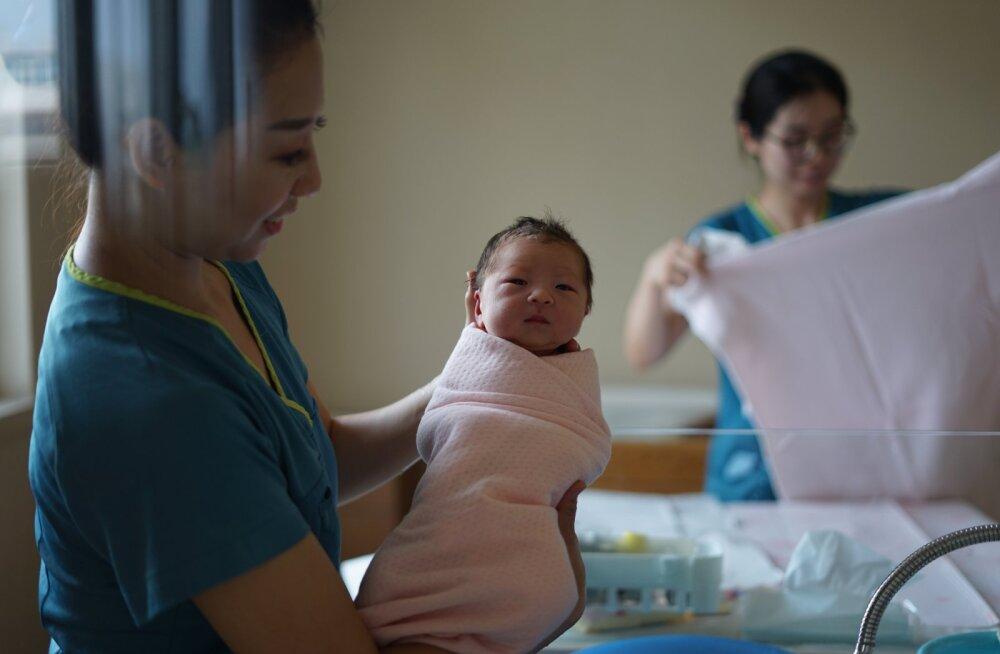Uskumatu, aga tõsi! Hiinlanna sünnitas oma pojale kümme aastat hiljem kaksikvenna