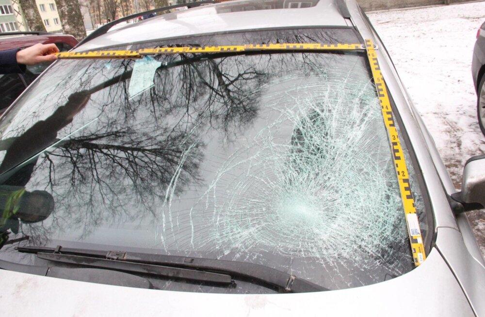 Politsei fotod Sütiste tee õnnetuseautost