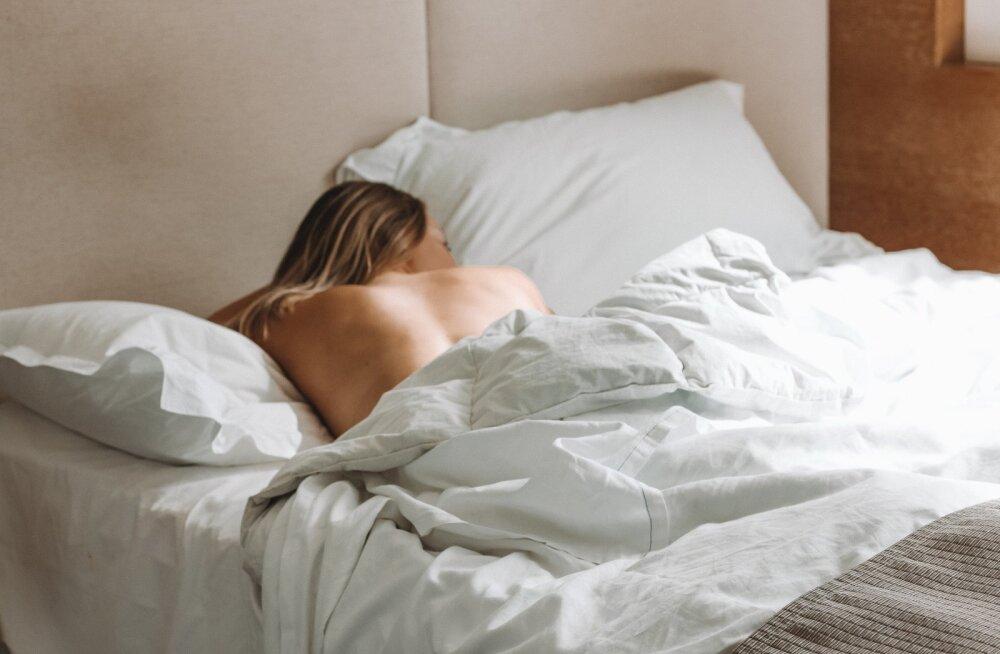 Teeme asja lõplikult selgeks: miks mehed alati peale seksi nii unised on ja magama tahavad jääda?