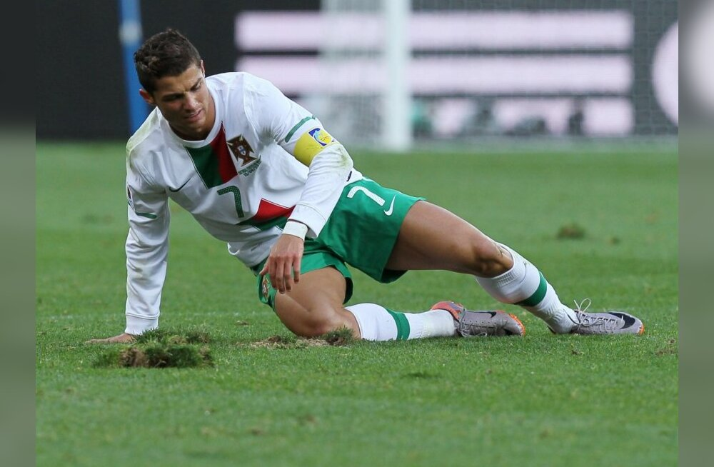 Portugal's striker Cristiano Ronaldo reacts after falling on ground  during the Group G first round 2010 World Cup football match Ivory Coast vs Portugal on June 15, 2010 at Nelson Mandela Bay stadium in Port Elizabeth. NO PUSH TO MOBILE / MOBILE USE SOLE